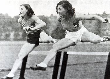 Ondina Valla (a sinistra) durante una gara