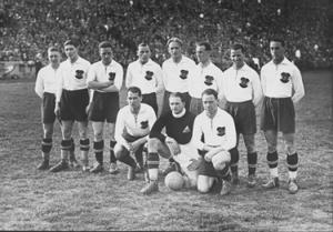 Sindelar (quinto in piedi da sinistra) in Nazionale