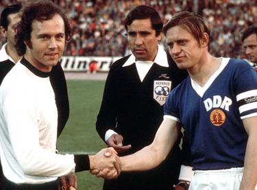 i due capitani - Beckenbauer e Bransch - prima della partita