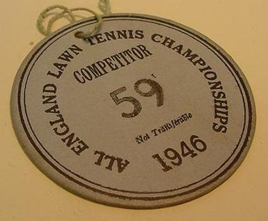 Badge per un giocatore del torneo di Wimbledon 1946 (da Asscotennis)