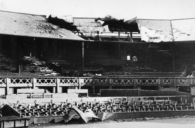 gli impianti di Wimbledon dopo un bombardamento