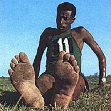 i piedi di Abebe Bikila