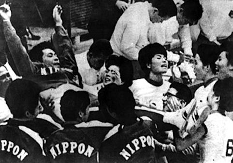 Hirofumi Daimatsu portato in trionfo