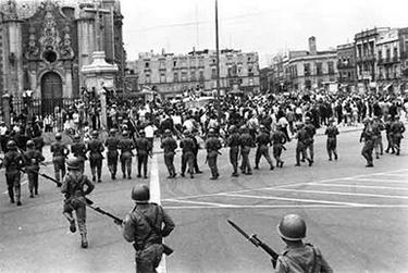 la repressione in Piazza delle Tre Culture
