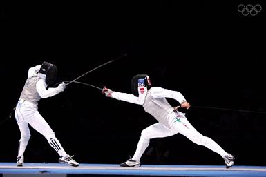 Giovanna Trillini (a destra) in azione (© Olympic.org)