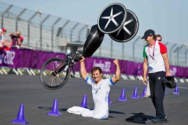 l'esultanza di Alex Zanardi (da racing.blogosfere)