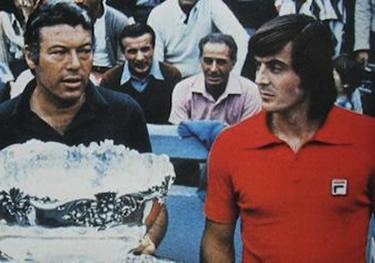 la maglietta rossa di Adriano Panatta