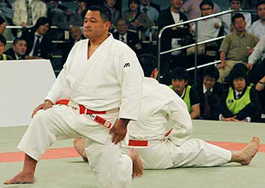 Yasuhiro Yamashita dopo una vittoria (© Philbert Ono)
