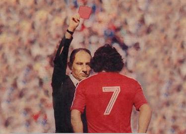 Carlos Caszely espulso dall'arbitro Doğan Babaçan