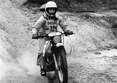 Cyril Neveu in sella alla Yamaha XT500