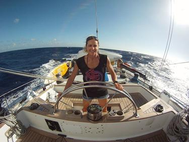 Alessandra Sensini al timone al largo di Guadalupe