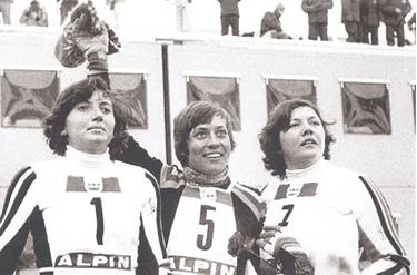 La Giordani sul podio con Rosi Mittermaier e Hanni Wenzel