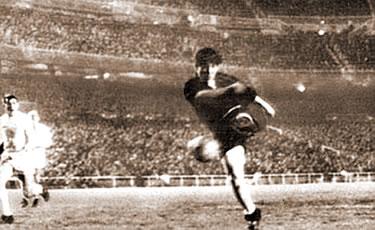 il gol decisivo di Omar Sívori
