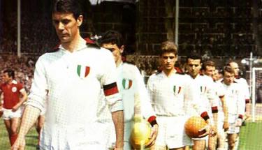 il Milan entra in campo