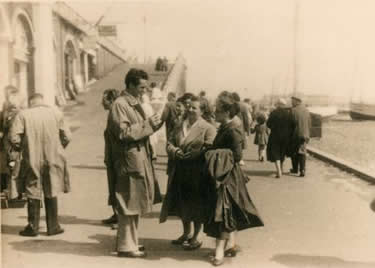 l'incontro a Brighton tra Ottavio e Rosita (1948)