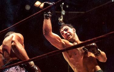 un gancio di Rocky Marciano (© Hulton Archive-Getty Images)
