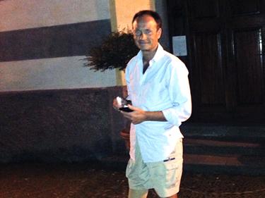 Salvatore davanti al convento dei Cappuccini a Monterosso