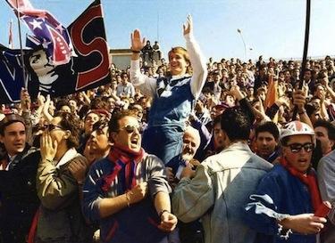 Denis Bergamini festeggia con i tifosi la promozione del Cosenza in B