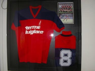 La maglia di Denis in mostra presso la Football Space Gallery di Bergamo