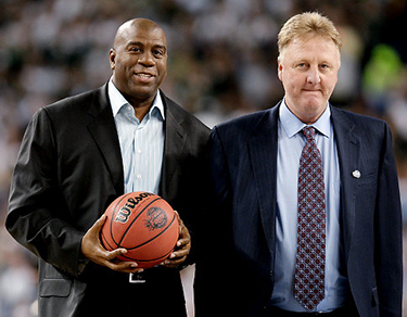 Magic Johnson e Larry Bird in una foto di qualche anno fa (Photo by Andy Lyons/Getty Images)