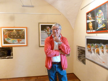 Tiziano Cantoni tra le sue opere (© Melania Sebastiani)