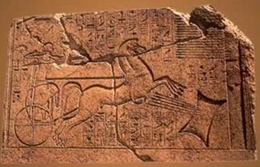 Stele di Karnak: Amenhothep II scaglia le frecce attraverso il lingotto di rame