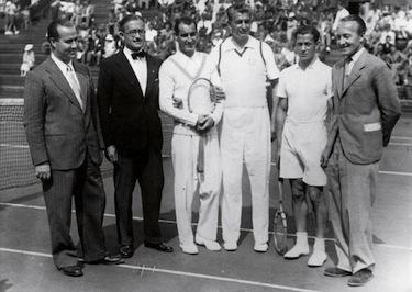 Ladislav Hecht con l'italiano Giorgio De Stefani durante la Coppa Davis negli anni Trenta