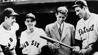 JFK con alcune stelle dei Boston Red Sox nel 1946