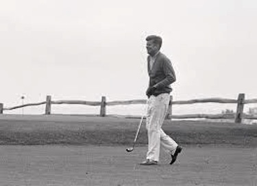 JFK sul green del Golf Club di Hyannis
