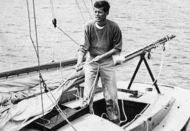 John Fitzgerald Kennedy a bordo della sua barca a vela, la Victura