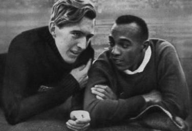 Luz Long e Jesse Owens (  sportvintage.it)
