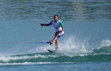 """""""Daniele Cassioli durante la pratica dello slalom.""""  (© Andrea Giraldi)"""
