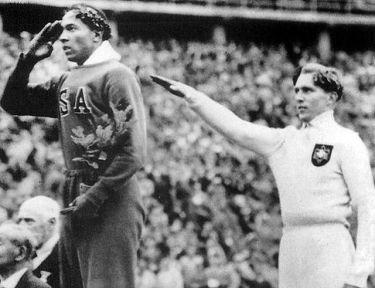 Owens e Long sul podio delle Olimpiadi di Berlino @wikipedia