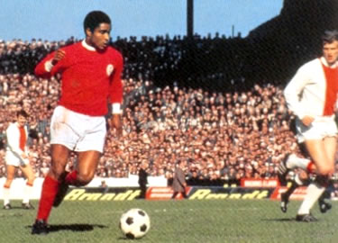 Eusébio in un match con l'Ajax