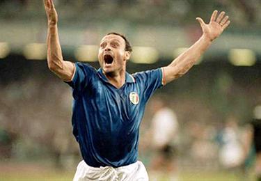 Totò Schillaci esulta nelle notti magiche di Italia '90
