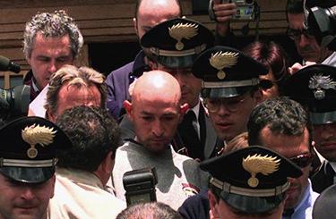 5 giugno 1998, Madonna di Campiglio: l'uscita dall'albergo, scortato dai carabinieri