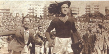 Amadei festeggia con i tifosi il primo scudetto della Roma