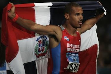 Félix con la bandiera domenicana