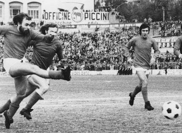 Sollier in azione con la maglia del Perugia nella stagione '74-'75