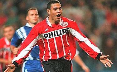 il Fenomeno con la maglia del PSV Eindhoven