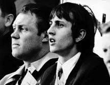 Un giovanissimo Cruijff con il suo allenatore Michels