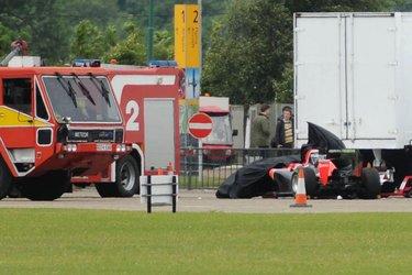 La macchina di F1 dopo lo schianto (© REX/Geoffrey Robinson)