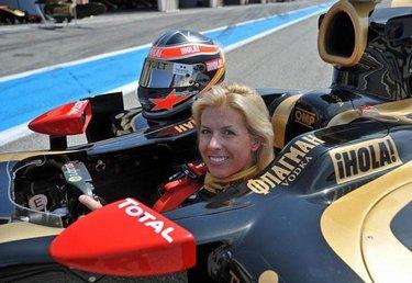 María de Villota nella monoposto R29 che fu pilotata nel 2009 da Alonso