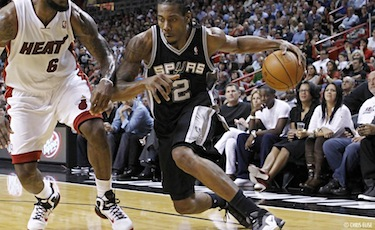 Kawhi in azione con gli Spurs