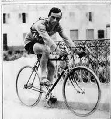 Bottecchia in sella alla sua bicicletta