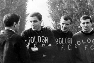"""Pasolini intervista il Bologna per il documentario """"Comizi d'amore"""""""