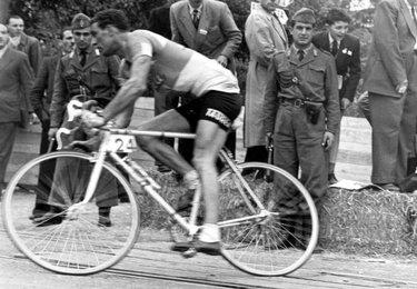 Alfredo Martini vince la tappa fiorentina del Giro d'Italia (©Lapresse)