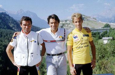 Bernard Tapie con le star del suo team La Vie Claire