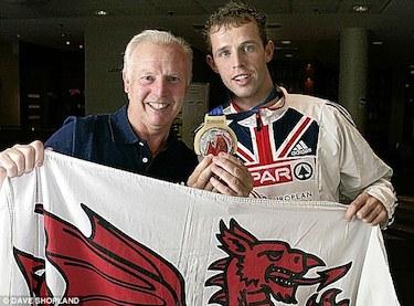 J.J. con il figlio Rhys, corridore nei 400 ostacoli ai Giochi di Londra