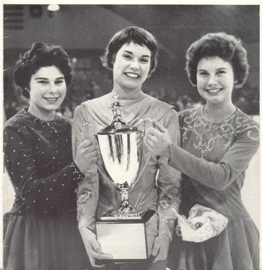 Laurence con la madre e la sorella